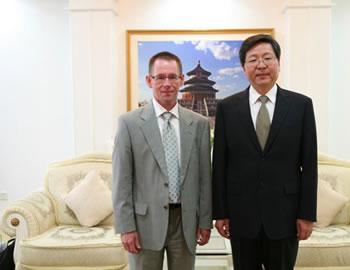 吴清海在京会见国际计量局局长马